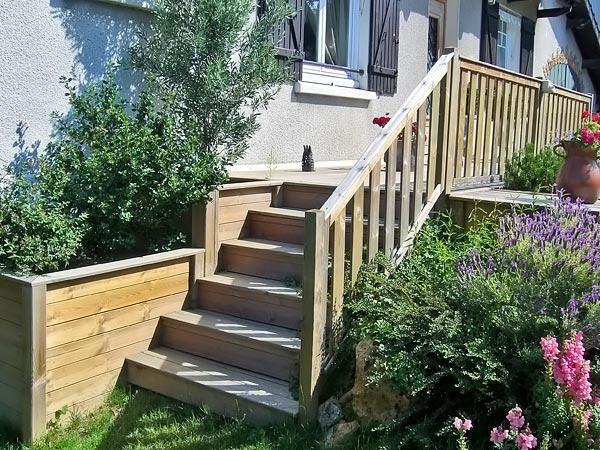 Escaliers am nagements d 39 ext rieur bois jardins for Escalier terrasse exterieur jardin