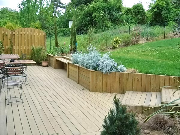 terrasse bois jardin en pente diverses id es de conception de patio en bois pour. Black Bedroom Furniture Sets. Home Design Ideas